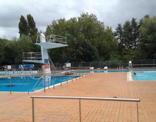 Piscine dervalli res for Piscine bourgonniere