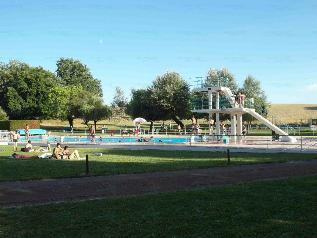 Piscines france poitou charentes les piscines for Plongeoir de piscine