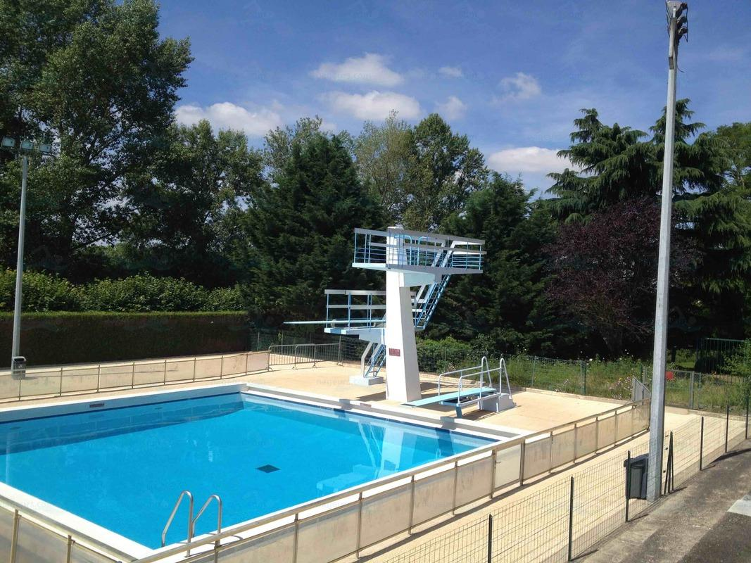 Photos piscine de gien for Plongeoir piscine