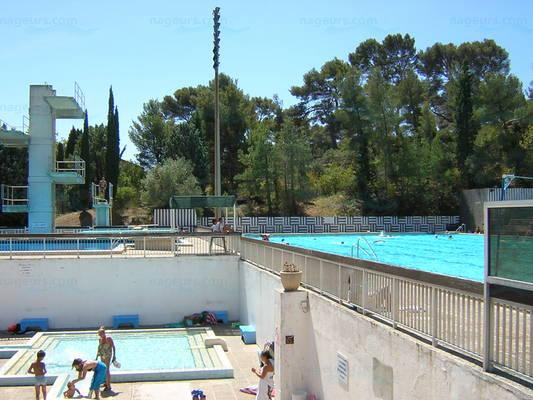 Le guide des 26 piscines de marseille for Piscine bombardiere