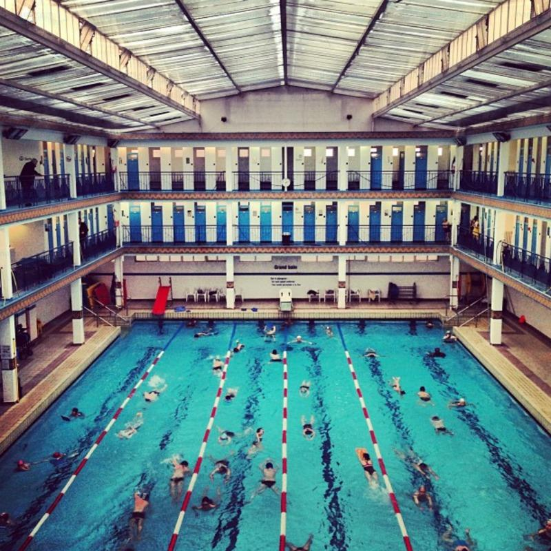 Le guide des 63 piscines de paris for Piscine georges rigal