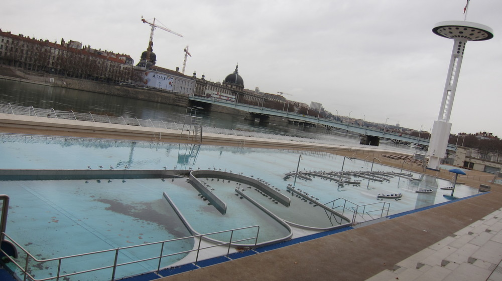 Nager lyon for Piscine rhone lyon