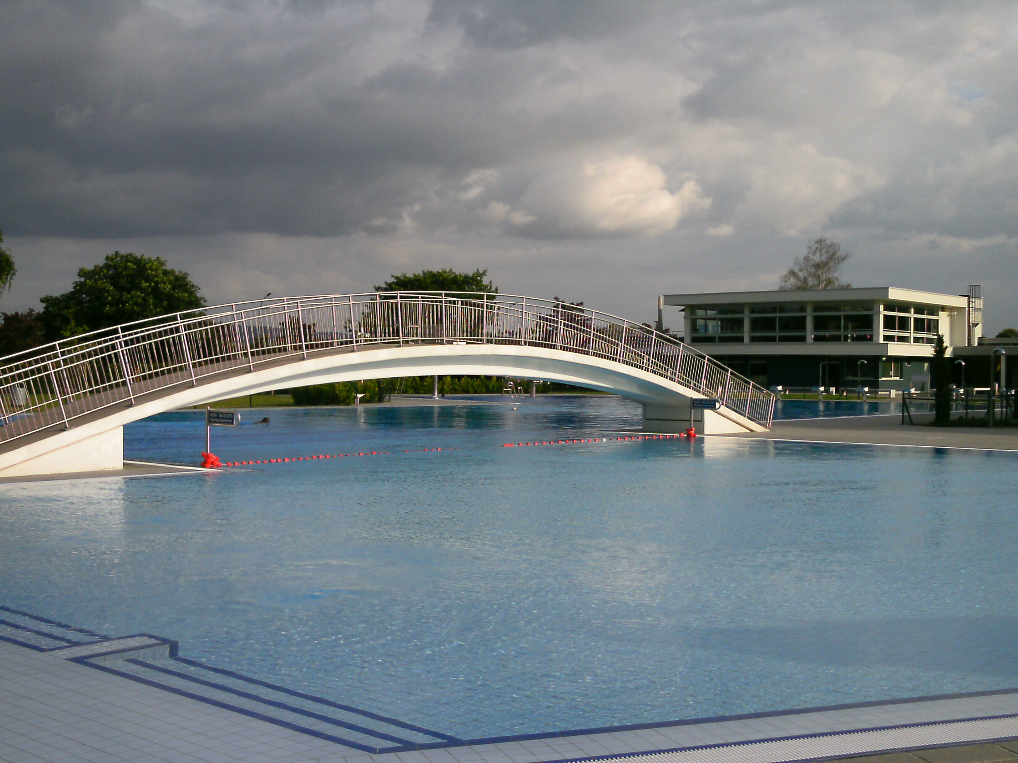 Natation vasion piscine en plein air r mich luxembourg for Piscine luxembourg