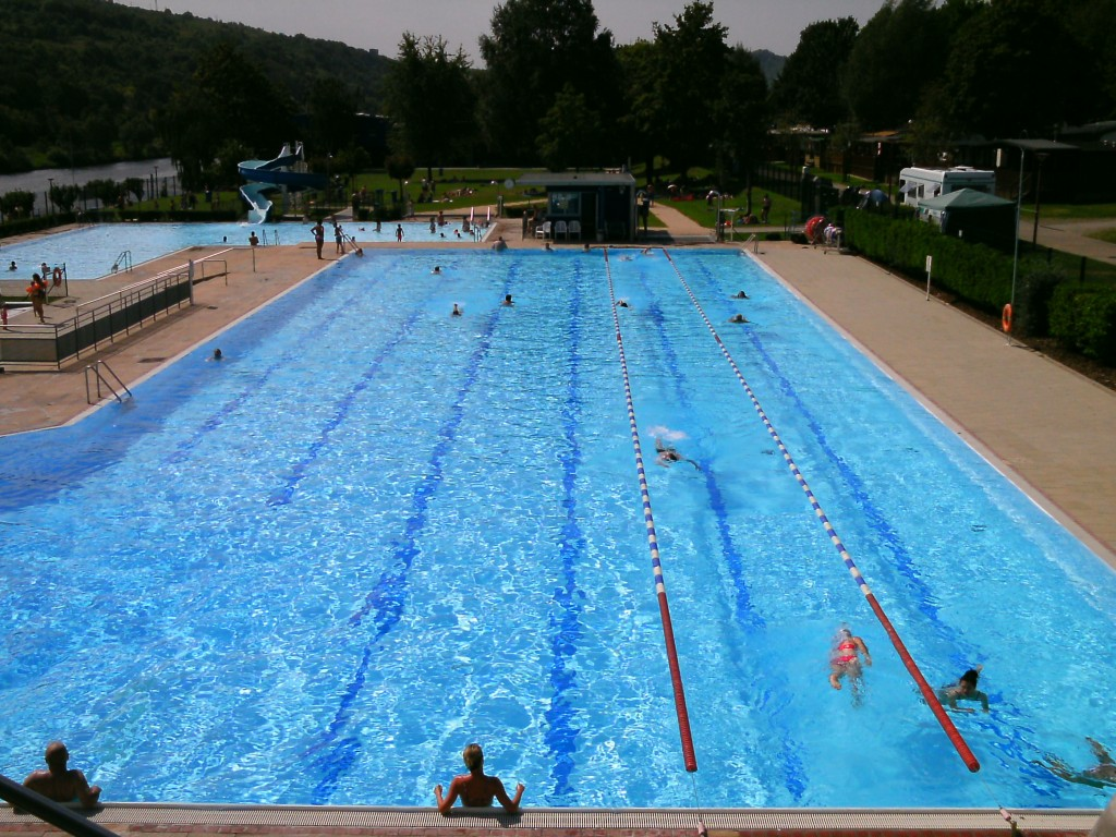 Natation vasion piscine en plein air grevenmacher for Plongeoir de piscine