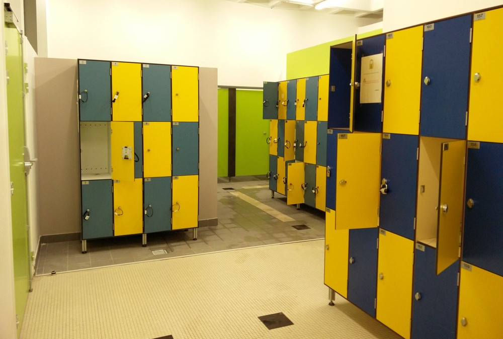 Les diff rents types de cabines dans les piscines radio for Vestiaires piscine