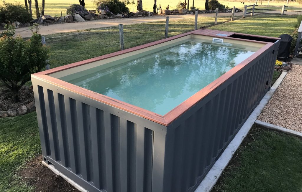 des conteneurs maritimes recycl s en piscines radio piscine. Black Bedroom Furniture Sets. Home Design Ideas