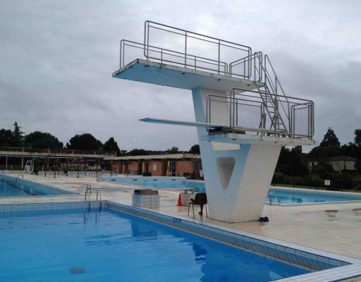 Piscine municipale de casteljaloux for Plongeoir piscine