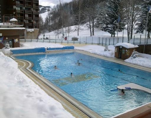 la plus petite piscine du monde cool les plus belles piscines du monde with la plus petite. Black Bedroom Furniture Sets. Home Design Ideas