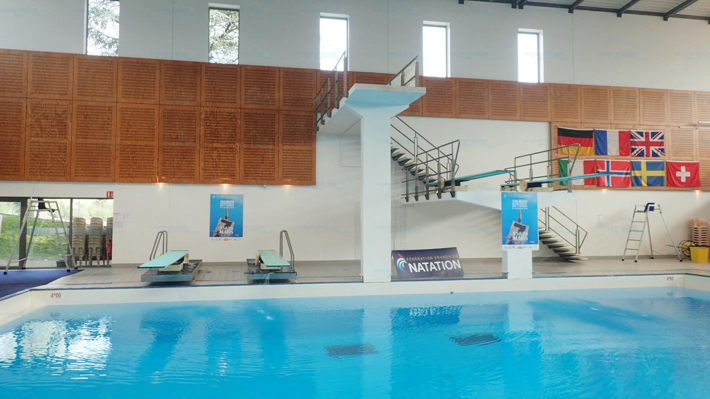 photos piscine carr d 39 eau. Black Bedroom Furniture Sets. Home Design Ideas