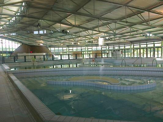 Photos centre aquatique de montigny le bretonneux for Piscine du lac a tours