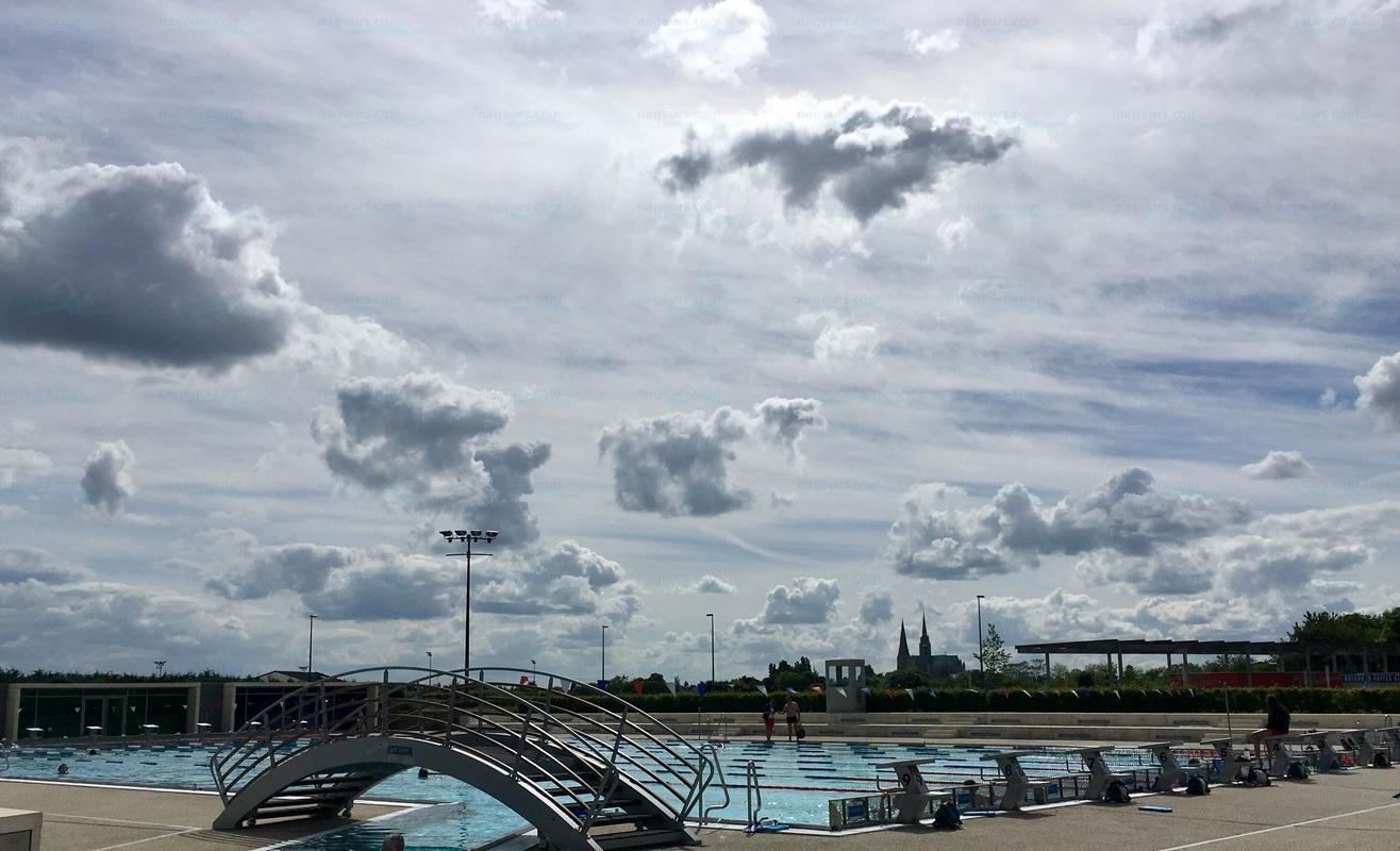 Photos piscine de l 39 odyss e for Piscine voves