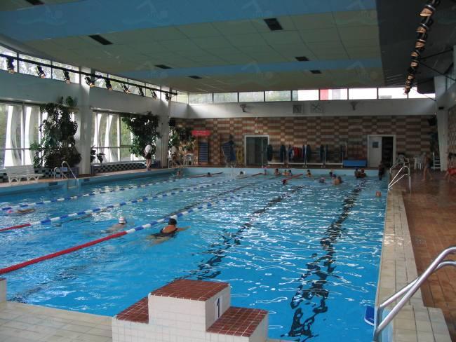 Photos piscine porte de la plaine for Piscine sevestre