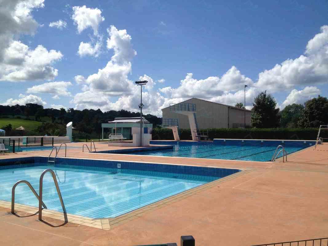 Piscines france poitou charentes les piscines for Plongeoir piscine