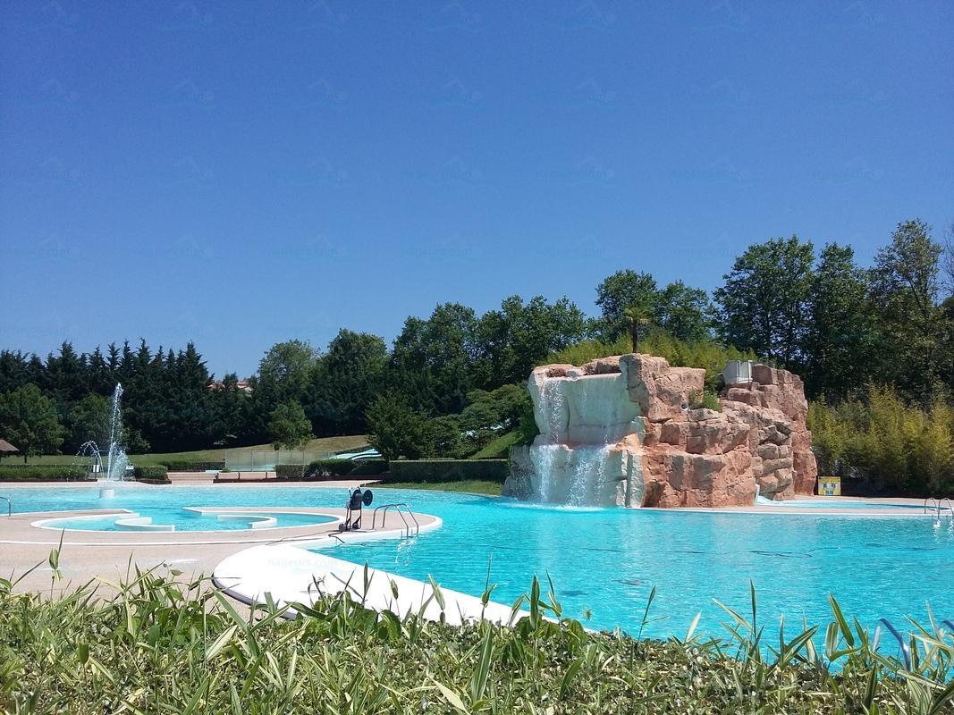Photos piscine les cascades for Piscine carbon blanc