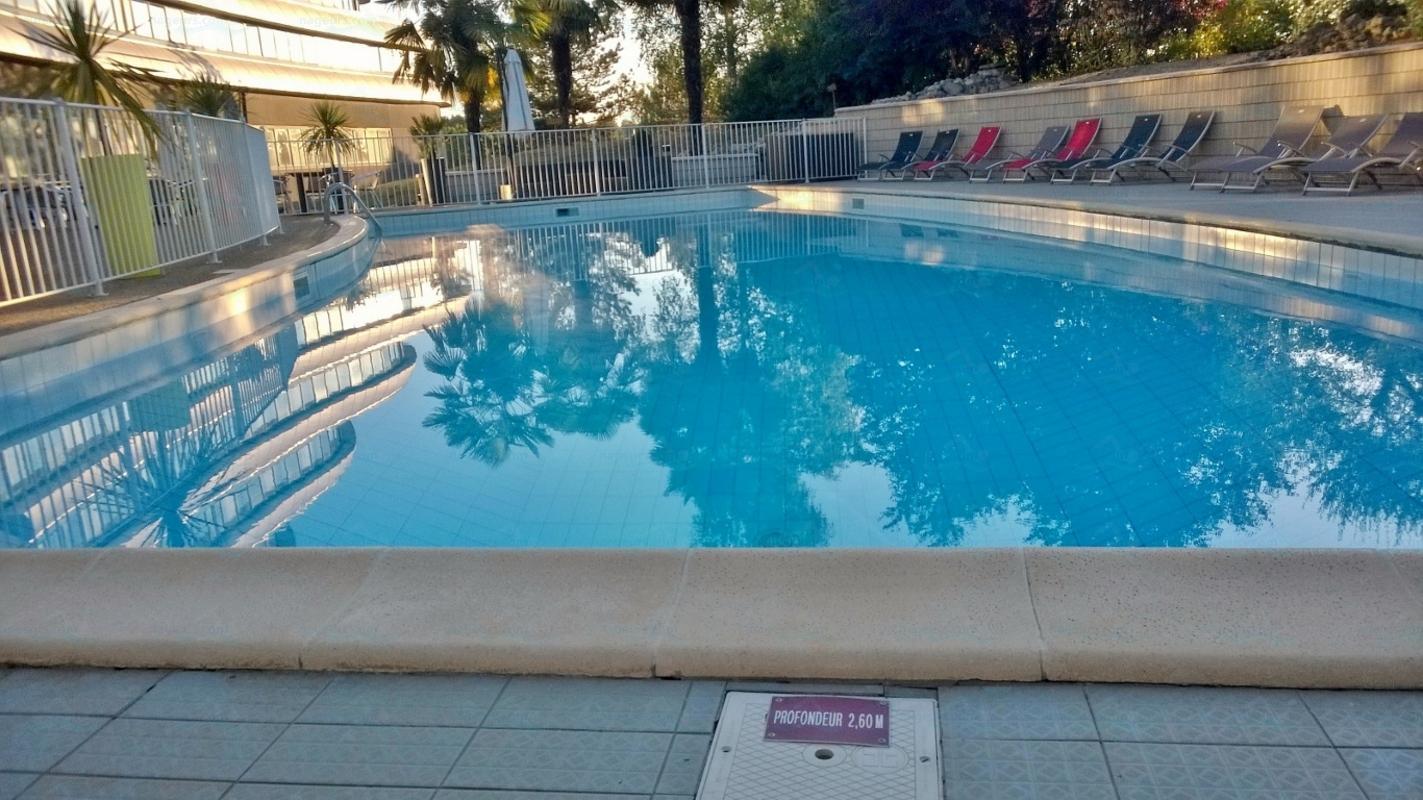 Piscines france poitou charentes les piscines vienne for Piscine de lencloitre