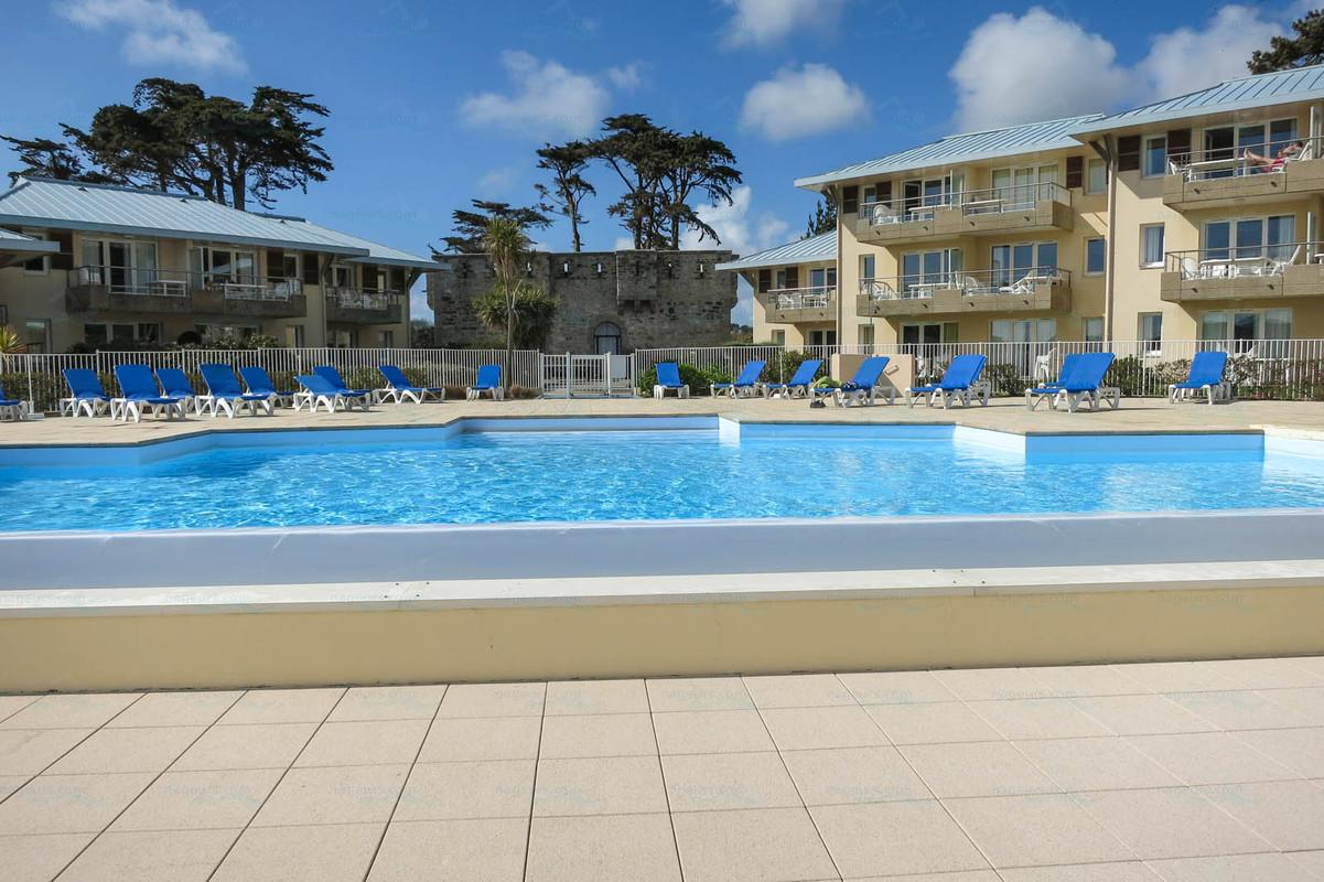 Photos pierre vacances cap morgat for Piscine kerhallet