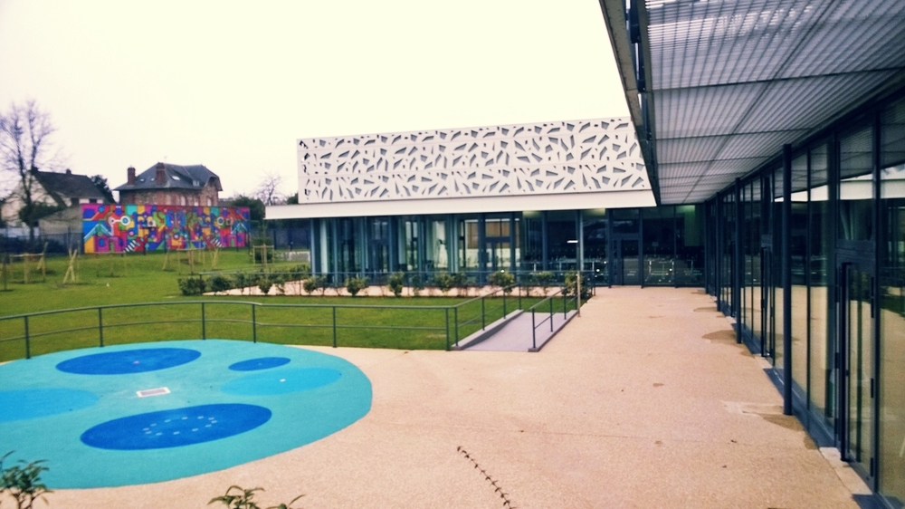 Beautiful piscine jardin parisien images for Clamart piscine