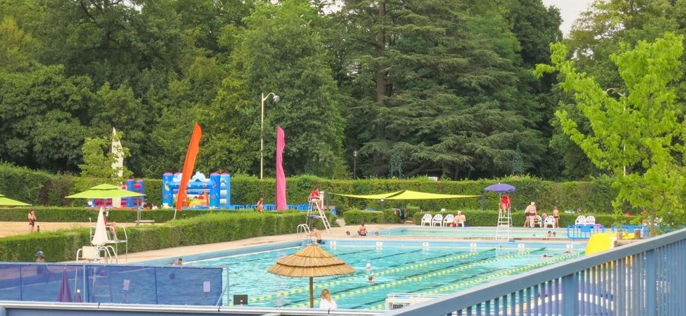 Piscine olympique de plein air louison bobet for Piscine thermal