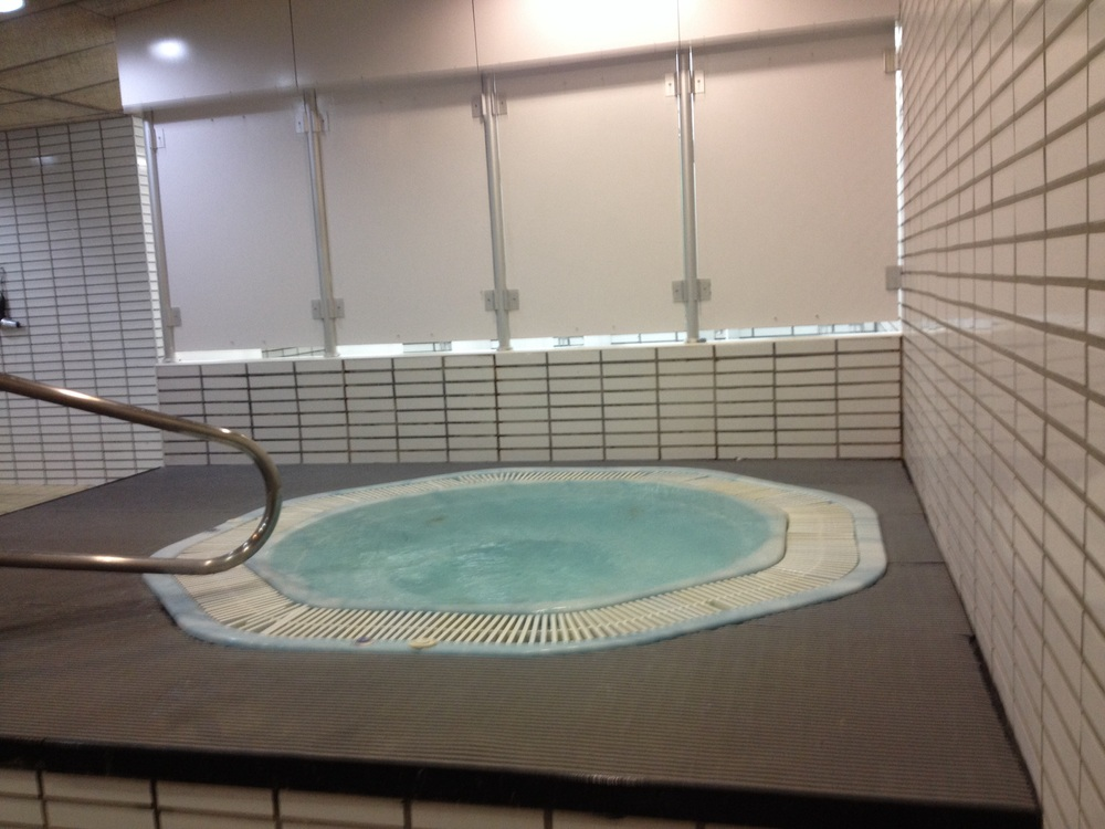 Massage pour femme meudon tout nu dans un bassine