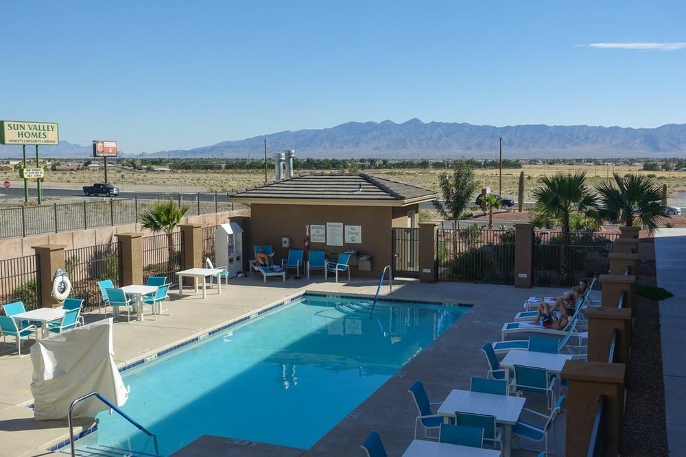 Holiday inn express for Demarrage piscine
